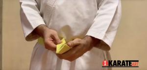 Como Amarrar a Faixa do Karate Parte 10