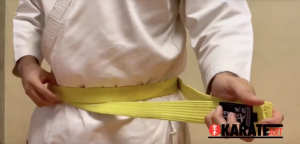 Como Amarrar a Faixa do Karate Parte 04